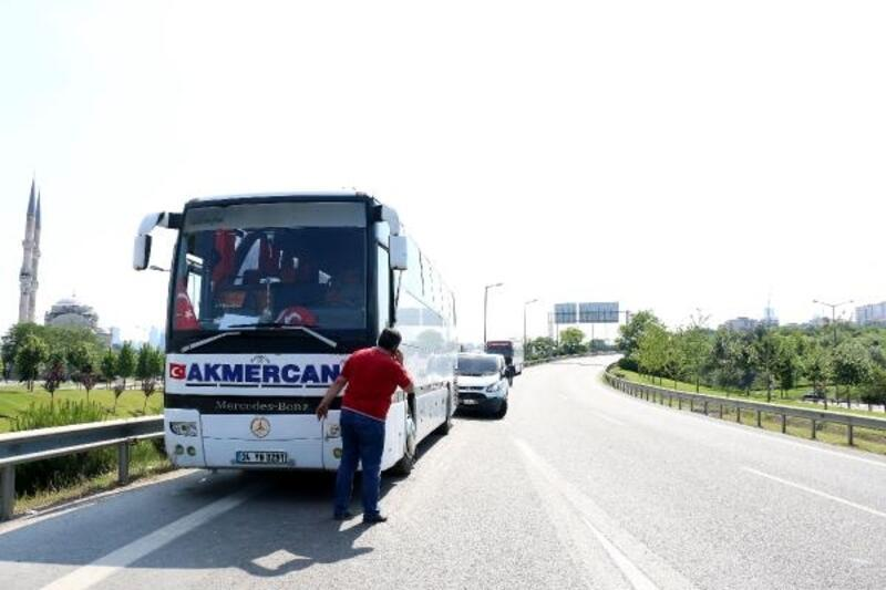 Otobüsün çarptığı kurye 10 metreden şarampole yuvarlandı