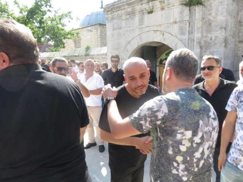 Ünlü Rapçi Ceza'nın babası son yolculuğuna uğurlanıyor