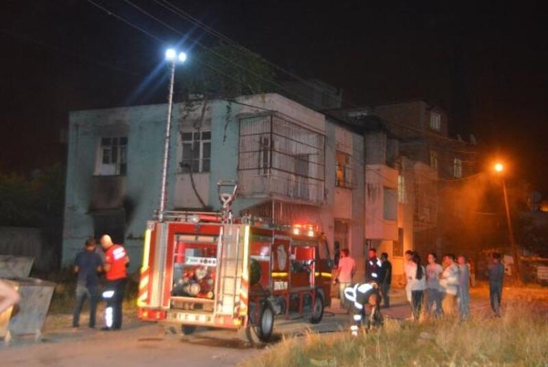 Yangında anne ve 6 çocuğu dumandan etkilendi