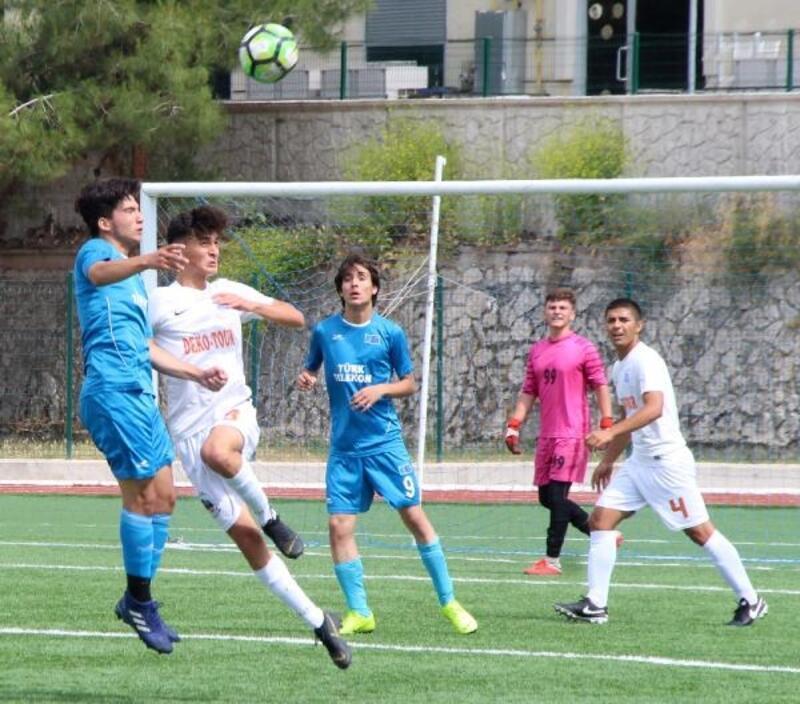 Burdur'da futbol U-16 grup maçları başladı