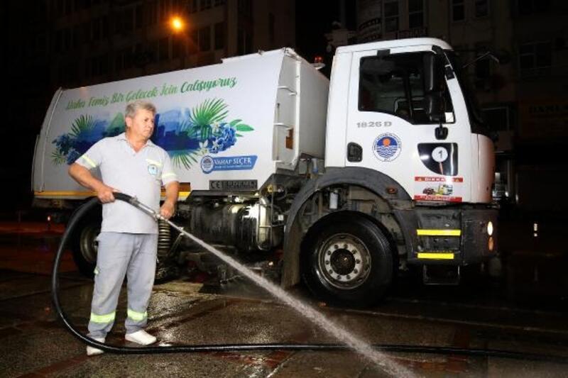 Mersin'de gece temizliği