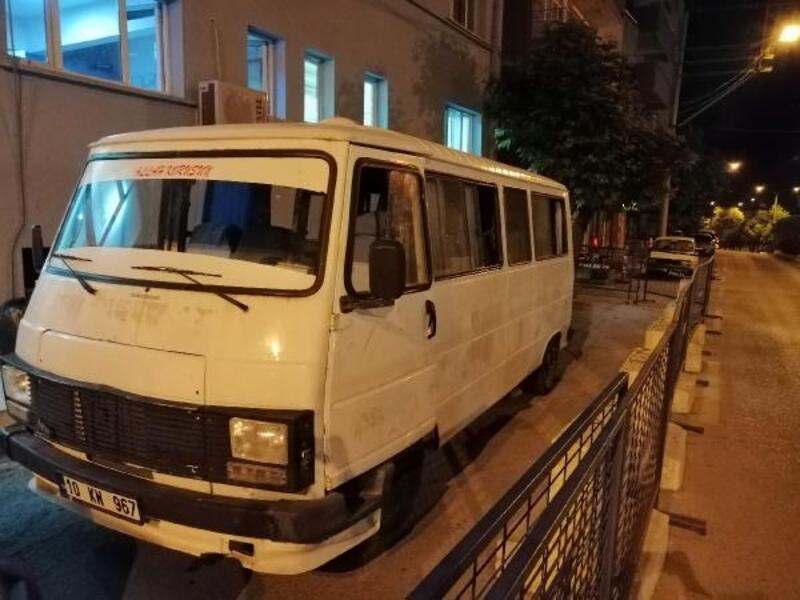 Çanakkale'de minibüste 37 kaçak yakalandı