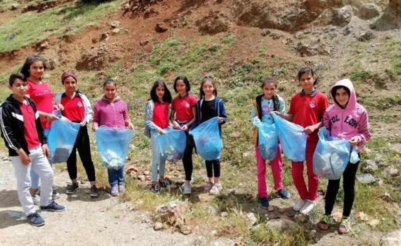 İslahiye'de öğrencilerden çevre temizliği