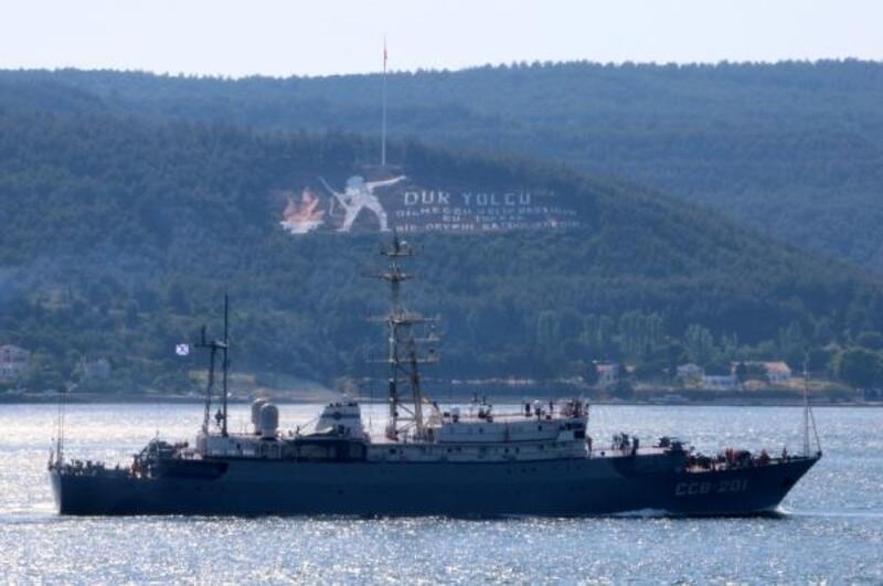 Rus savaş gemisi 'Priazovye', Çanakkale Boğazı'ndan geçti