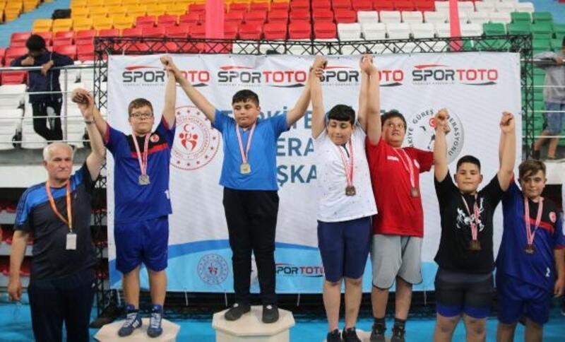 Minikler Serbest Güreş Şampiyonası sona erdi
