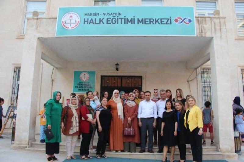 Nusaybin'de kursiyerlerin eserleri sergilendi