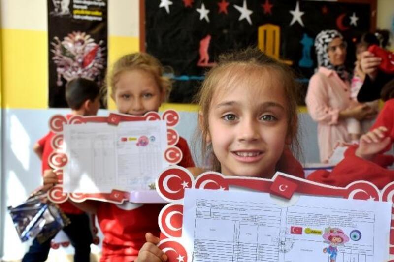 Malatya'da, 174 bin öğrenci karne sevinci yaşadı