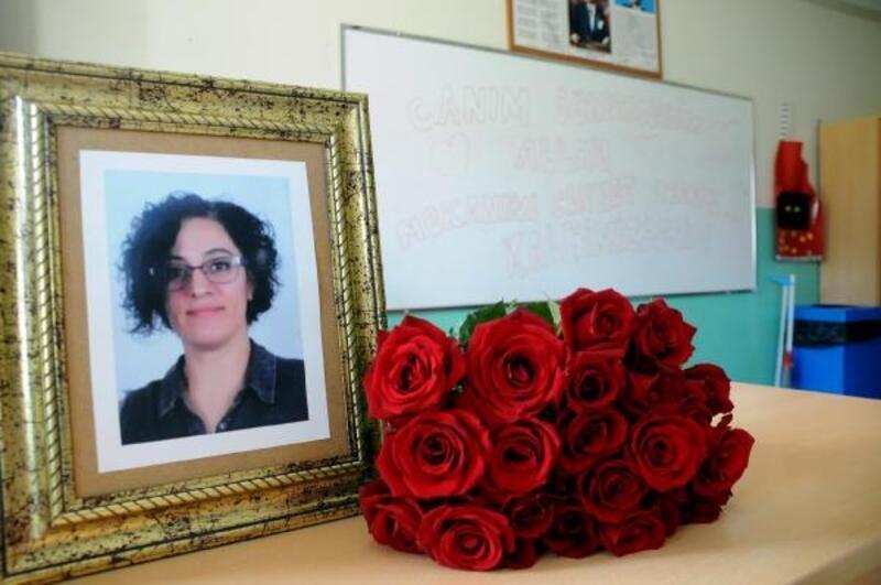 Kazada ölen Aysel öğretmenin sınıfında hüzünlü karne töreni