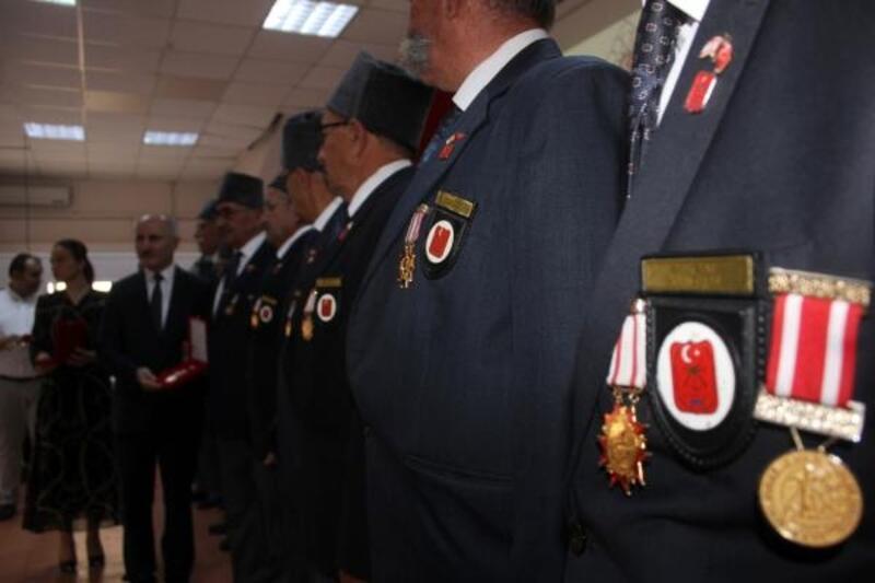 Kıbrıs gazilerine madalya ve beraat belgesi