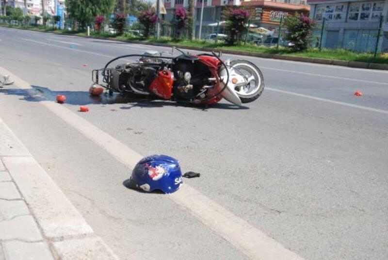 Otomobille çarptığı motosikletin sürücüsü öldü, gözyaşlarına boğuldu