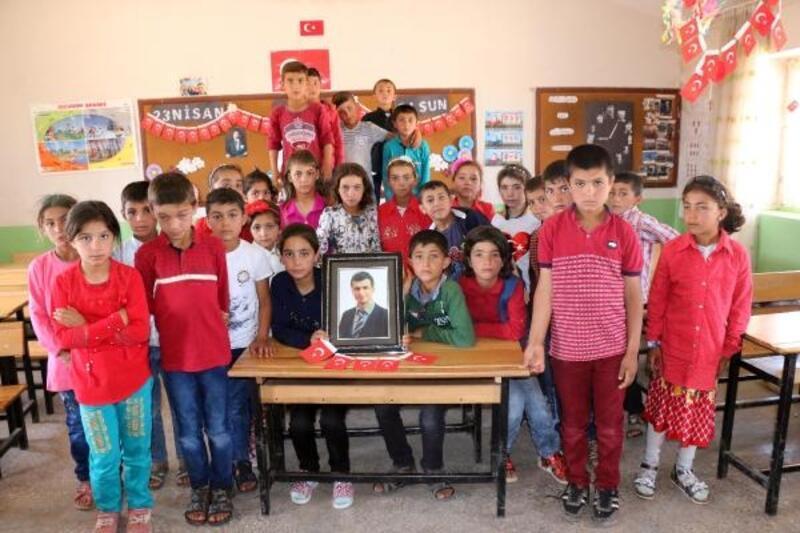 Şehit öğretmen Necmettin Yılmaz'ın öğrencileri, ilkokuldan mezun oldu
