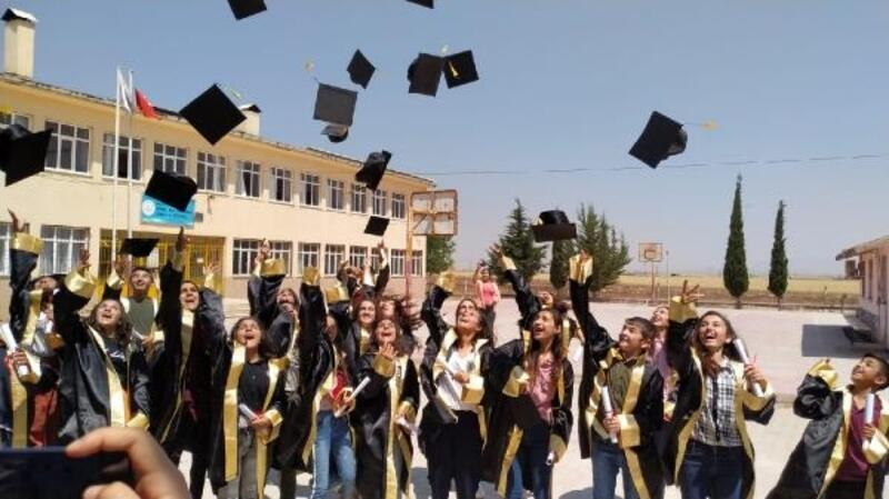 Derik'te mezuniyet coşkusu