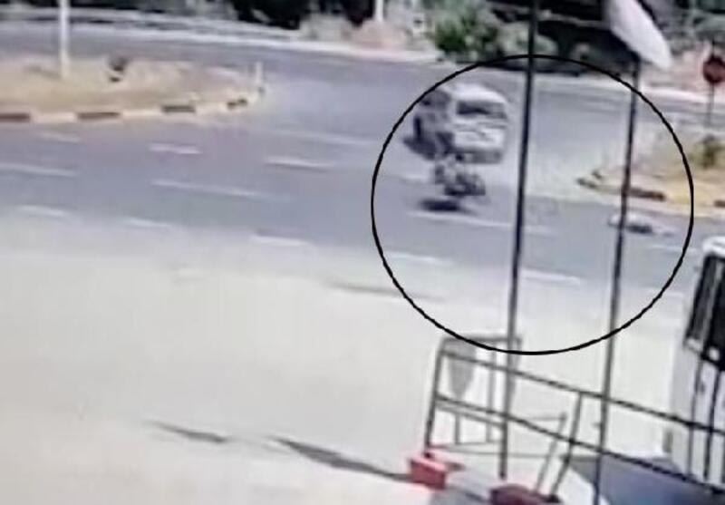 Motosikletlinin yaralandığı kaza kamerada
