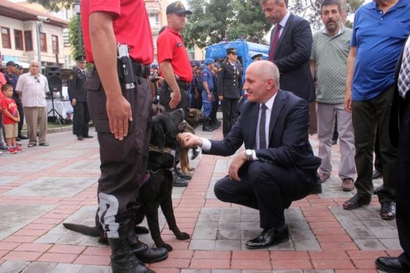 Jandarmanın 180'inci yıl kutlamalarında özel eğitimli köpekler ilgi odağı oldu
