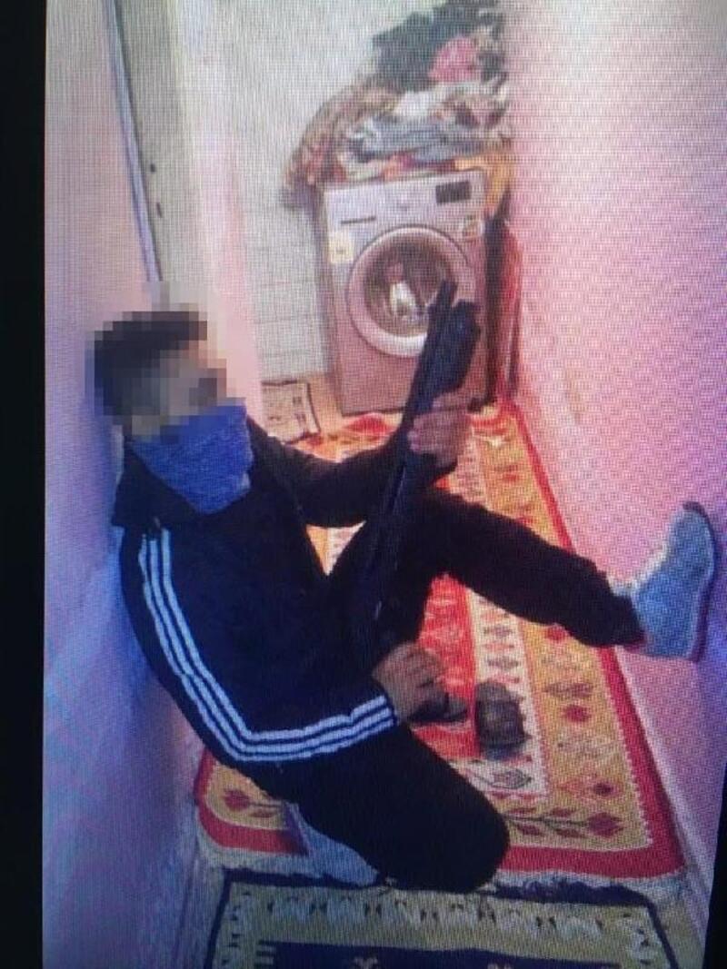 Ataşehir'de cezaevi firarisi elindeki bıçakla yakalandı