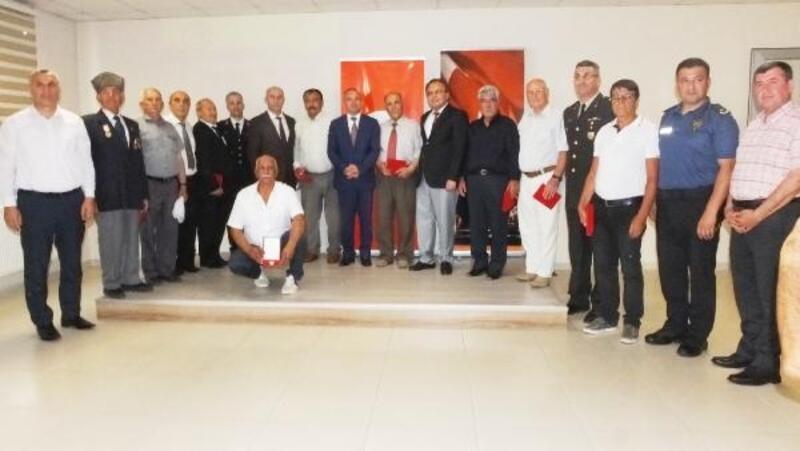 Burhaniye'de 10 Kıbrıs gazisine madalyaları verildi