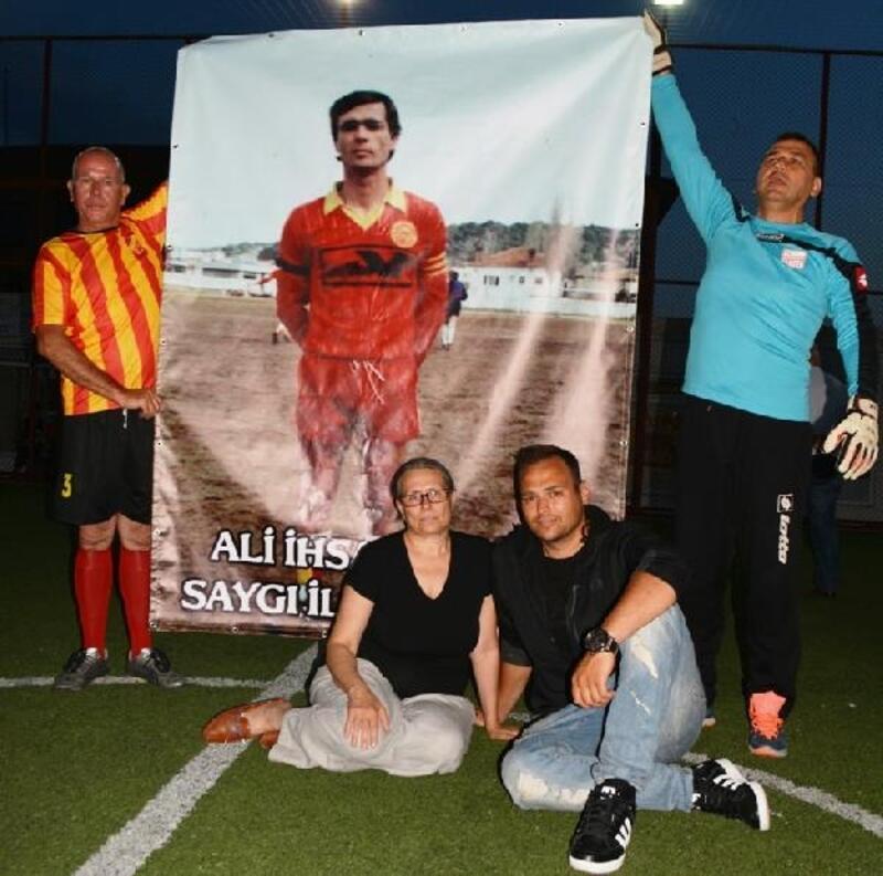 Ayvalık'ta efsane futbolcu Ali İhsan Erbil unutulmadı