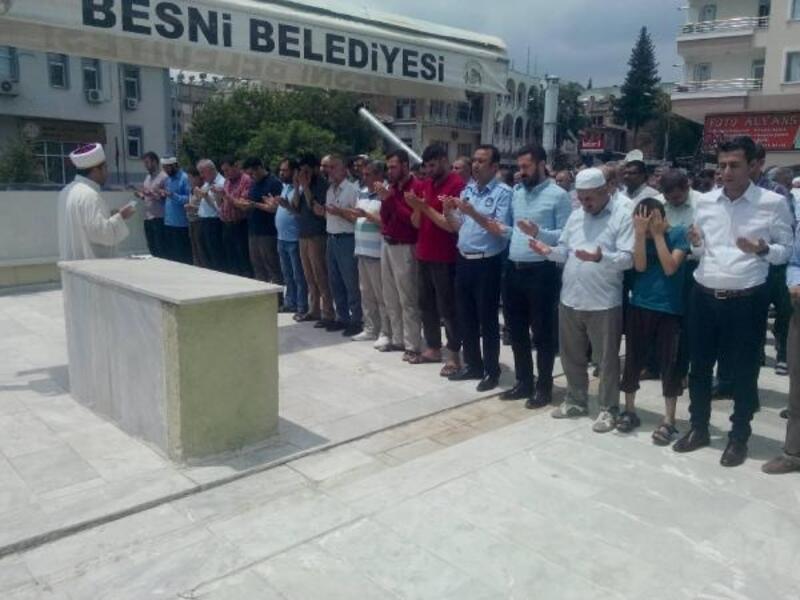 Besni'de, Mursi içi gıyabi cenaze namazı