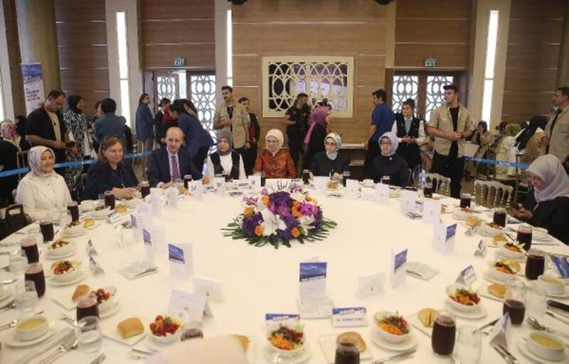 Emine Erdoğan Vefa Buluşmasında Gönül Dostlarıyla bir araya geldi