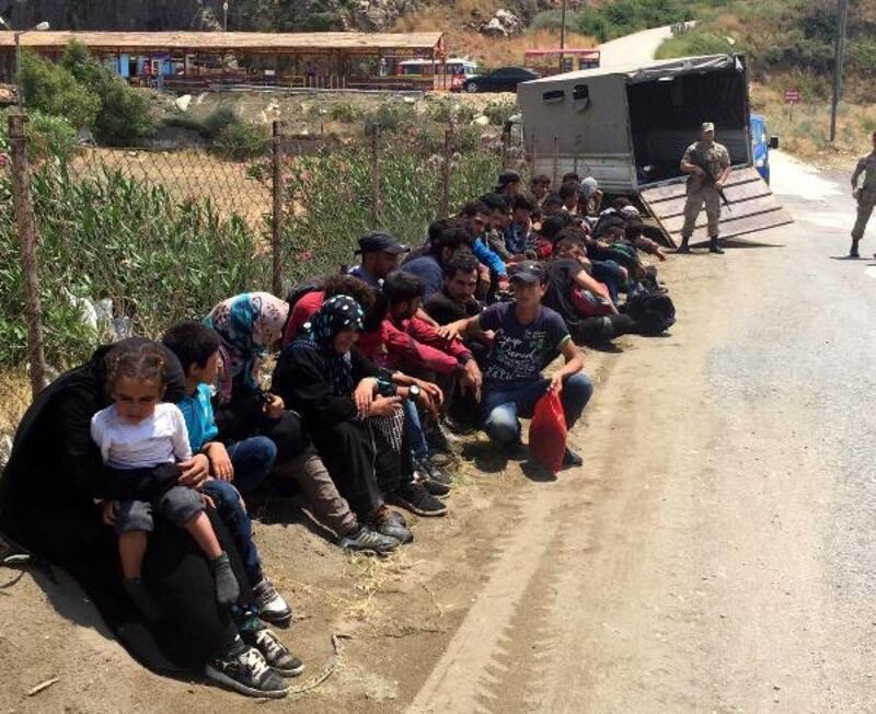 Yayladağı'nda 40 kaçak göçmen yakalandı