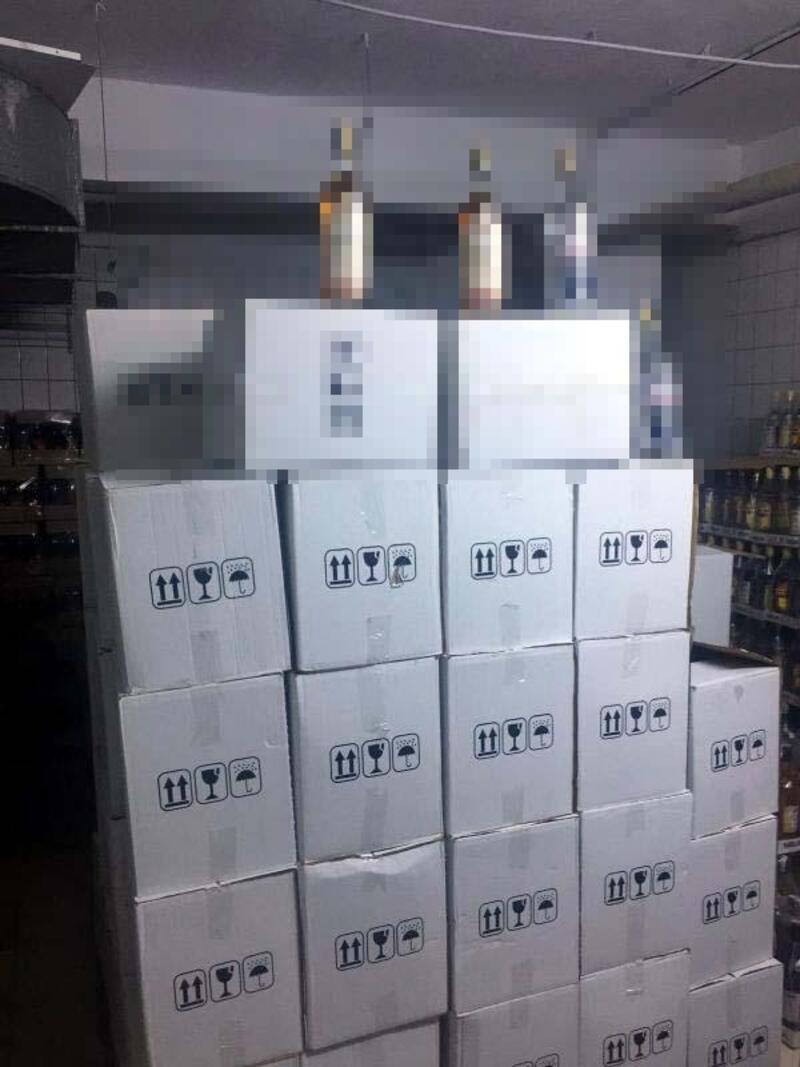 Marmaris'te 3 bin 720 şişe sahte içki ele geçirildi