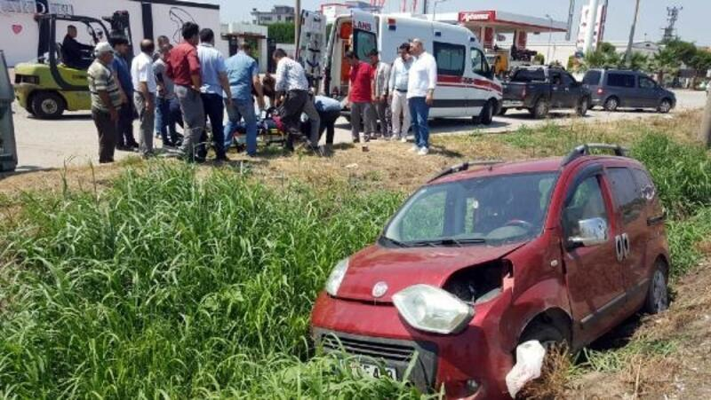 Kanala düşen hafif ticari aracın sürücüsü yaralandı