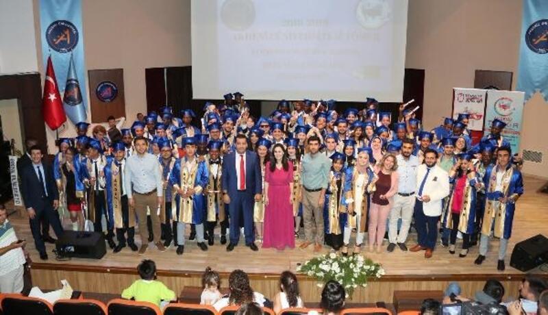 Uluslararası öğrencilerden coşkulu mezuniyet töreni