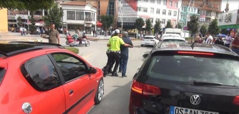 Polis, kazmalı kavgayı ayırmakta zorlandı