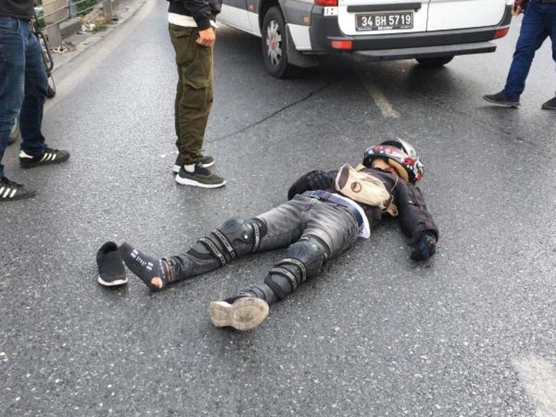 Beyoğlu'nda motosiklet otobüse çarptı