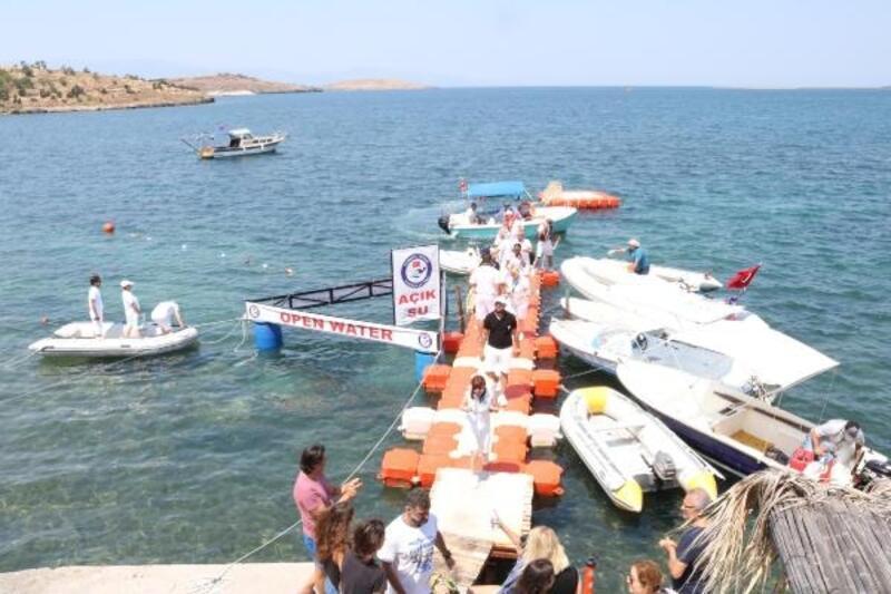 Foça'da yüzme heyecanı