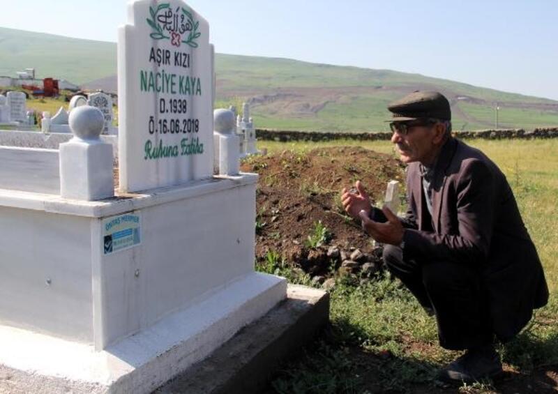 Eşinin mezarı nedeniyle köyünden ayrılmıyor