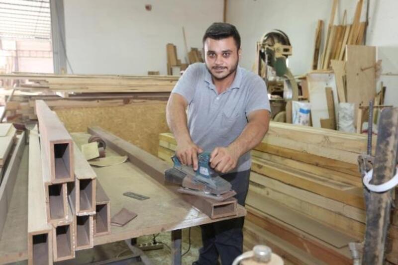 Belediye atölyesinde el emeği mobilyalar üretiliyor