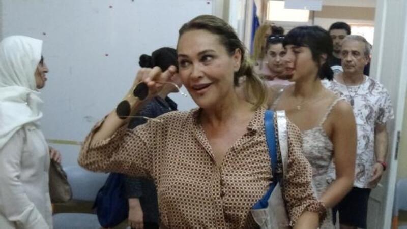 Hülya Avşar, kızı Zehra Çilingirolu ile oyunu kullandı