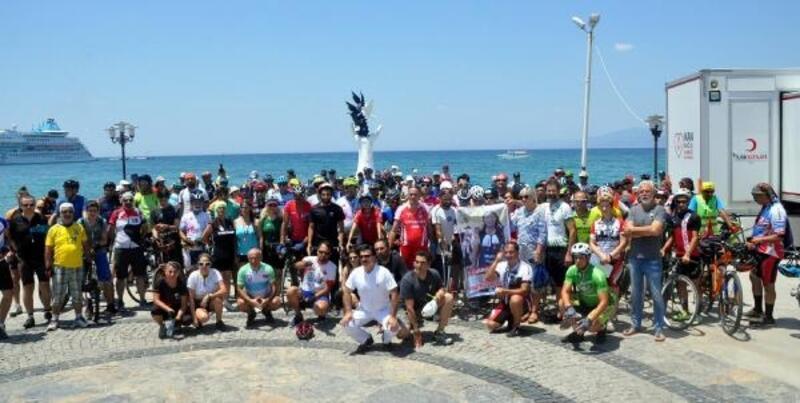 Kazayı protesto edip, triatlon sporcusu Cumhur Okan'ı andılar