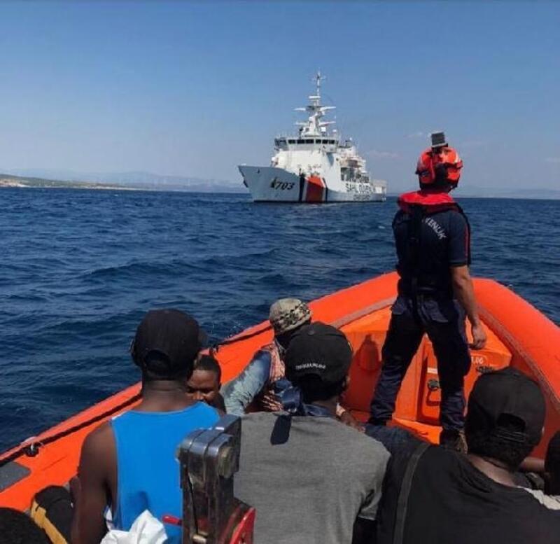 Kaçak göçmenler denize açılamadan yakalandı