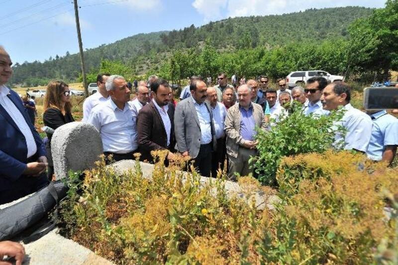 Vali Coşkun, halk ozanı Karacaoğlan'ın mezarını ziyaret etti