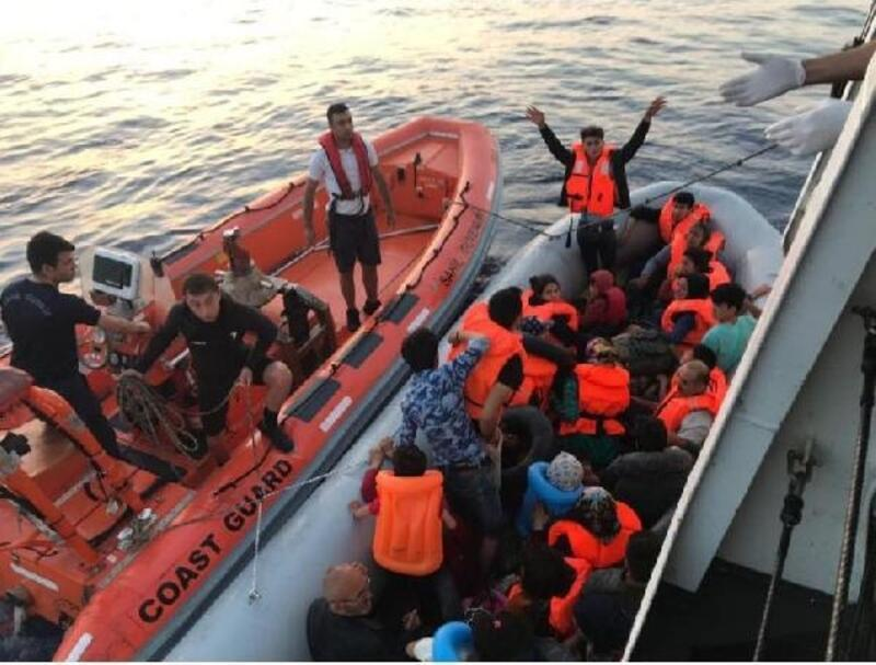Dikili ve Urla açıklarında 79 kaçak göçmen yakalandı