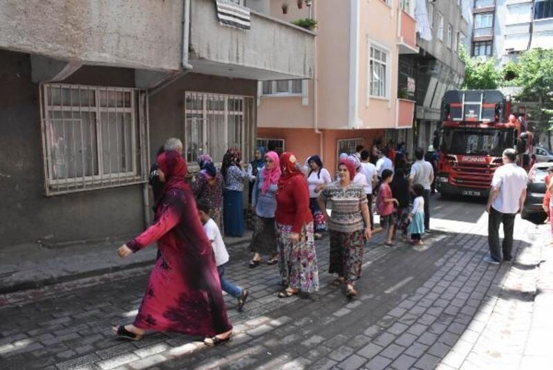 Zeytinburnu'nda Suriyeli çocukların kaldığı dairede yangın