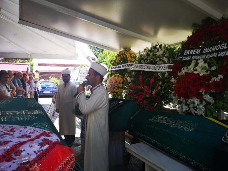 Kadıköy'de çıkan yangında ölen çiftin cenazeleri toprağa verildi