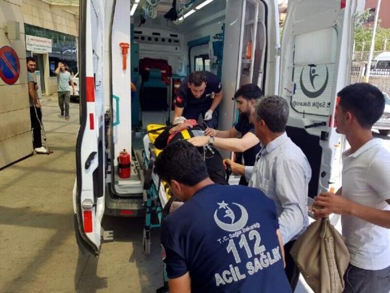 Siirt'te yolcu minibüsü ile otomobil çarpıştı: 10 yaralı