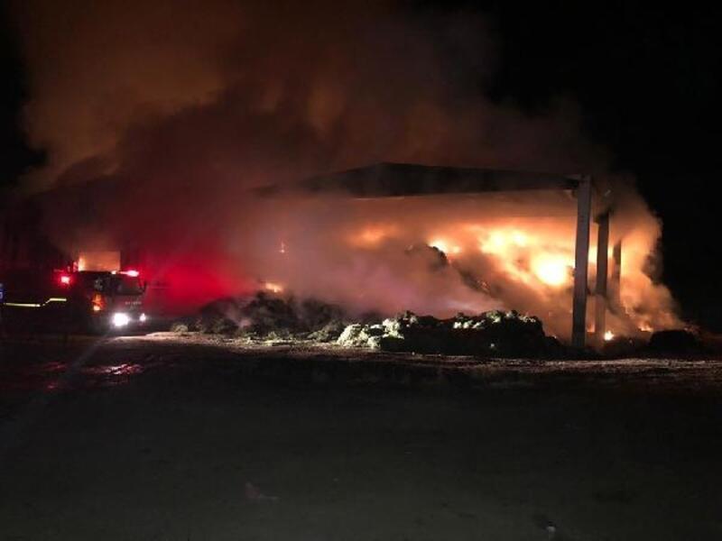 Çiftlikte başlayıp, saman balyalarına sıçrayan yangın 4 saatte söndürüldü