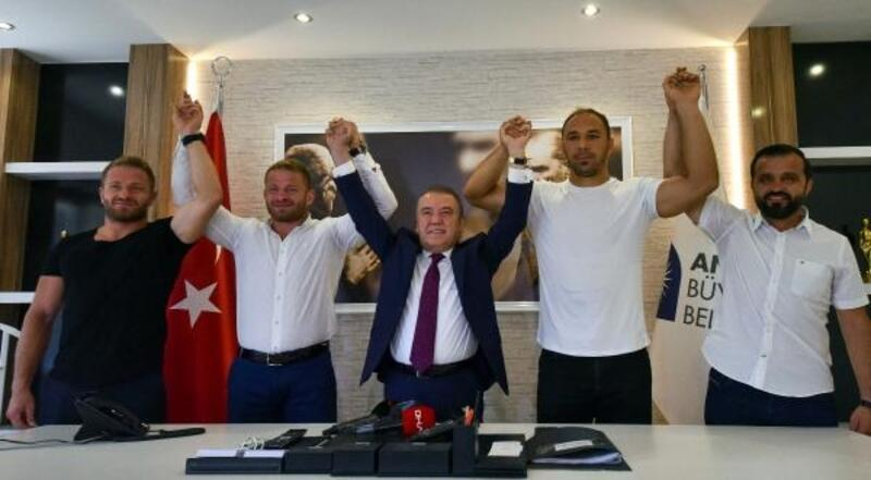 Başpehlivanlar Balaban ile Gürbüz, Antalya Büyükşehir'de
