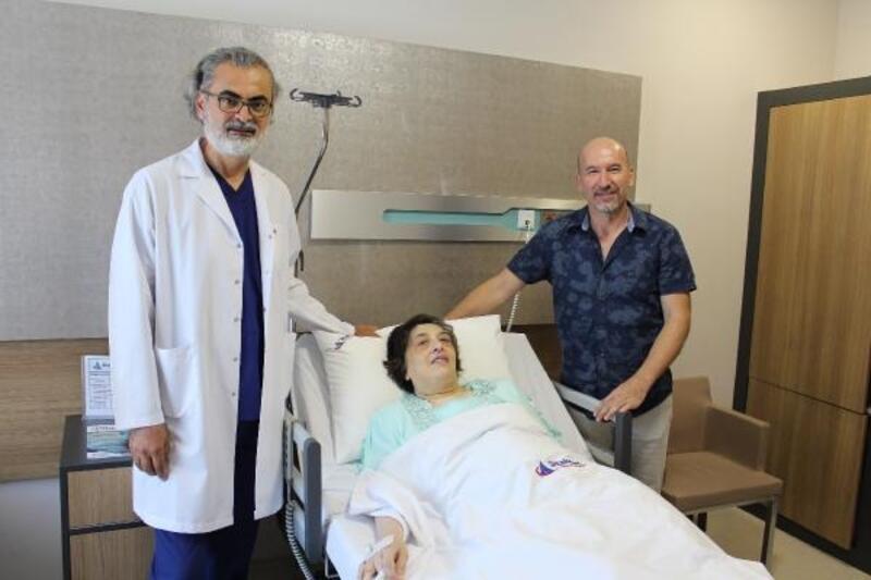 Solunum şikayetiyle doktora gitti, karnından 10 kiloluk kist çıkarıldı