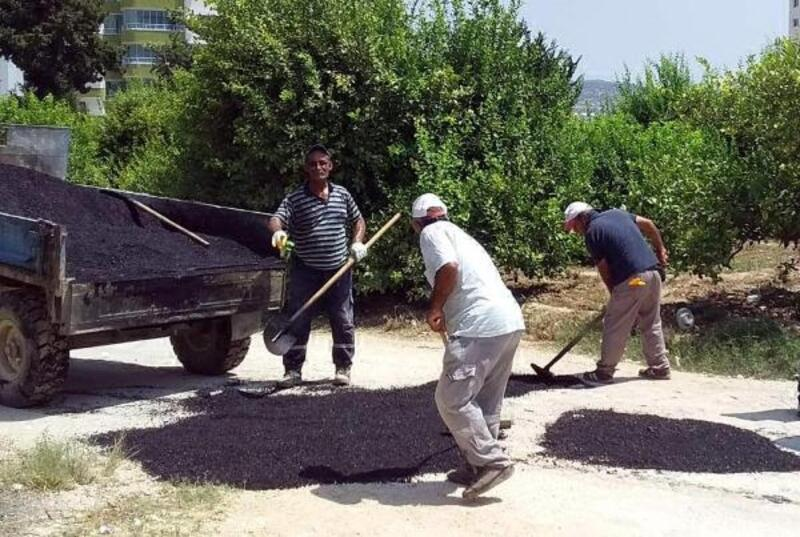 Silifke'de, yol bakım-onarım çalışmaları sürüyor