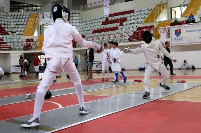Eskrim Türkiye Şampiyonası Sivas'ta başladı