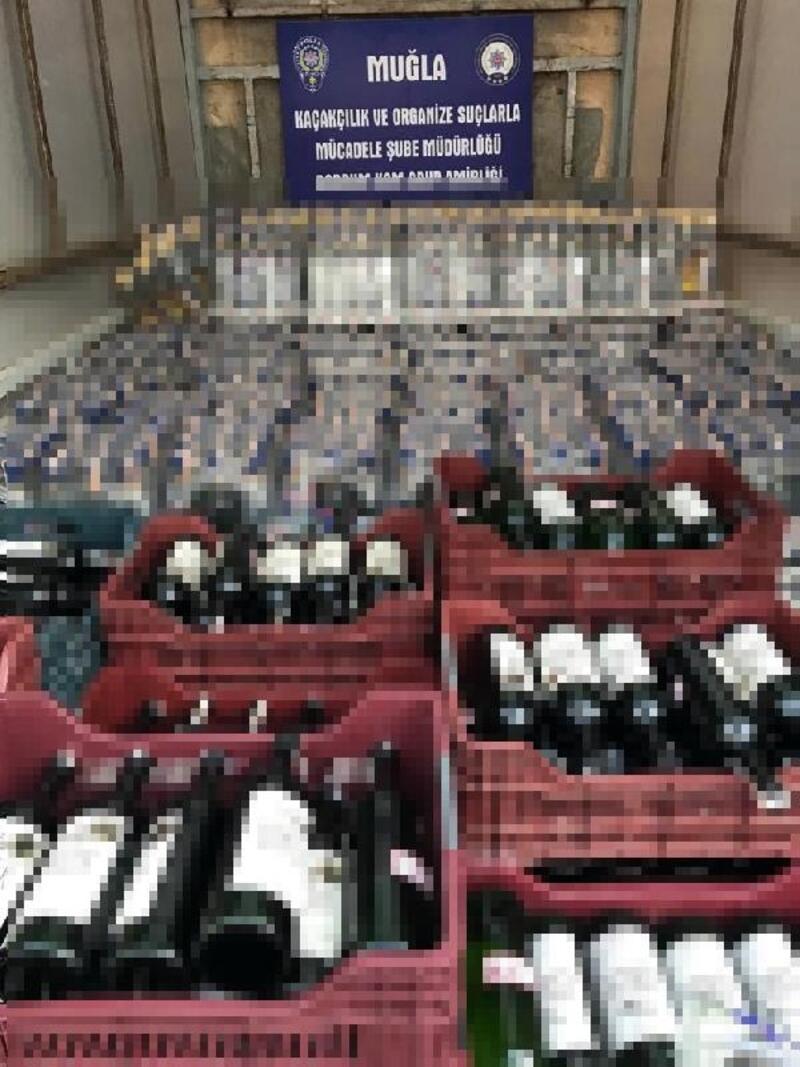 Bodrum'daki 2 otelde sahte bandrollü 5 bin 520 şişe içki ele geçirildi