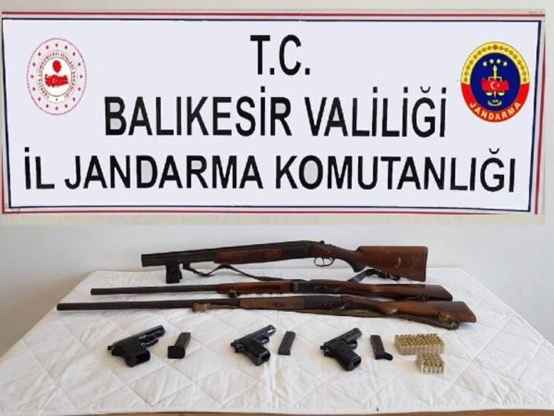 Balıkesir'de ruhsatsız silah operasyonu