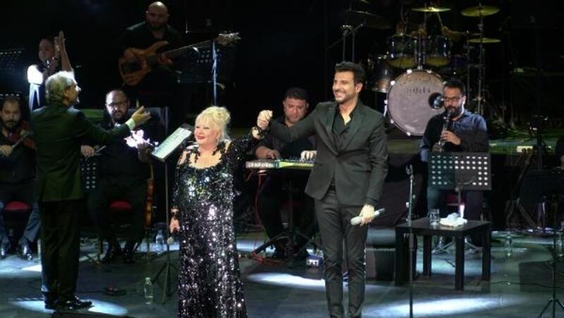 Bursa'da Muazzez Abacı ile Gökhan Tepe konseri