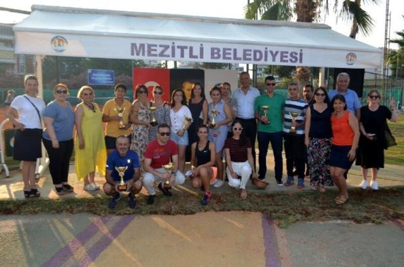 Mezitli'de tenis rüzgarı esti