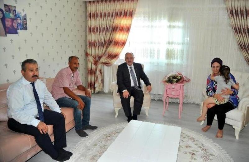 Vali Coşkun'dan şehit aileleri ziyareti